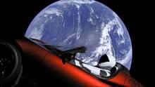 """Elon Musk schießt Tesla ins All: Geglückter Start der """"Falcon Heavy"""""""