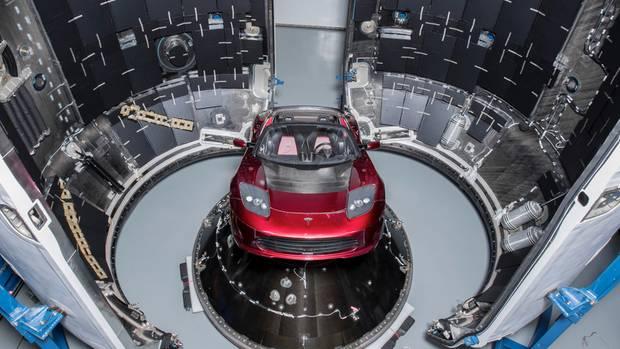 """Raumwunder: Der Tesla als Nutzlast zeigt, wie groß die Ladebucht der """"Falcon Heavy"""" ausfällt"""