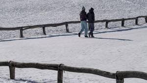 Spätwinter: Deutschland wird zum Eisschrank - Spaziergänger im Schnee
