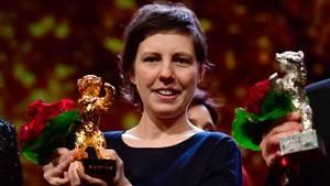 Regisseurin Adina Pintilie präsentiert ihren Goldenen Bären