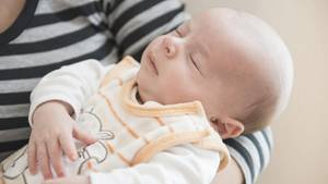 Ein Mutter mit ihrem Neugeborenen (Symbolfoto)