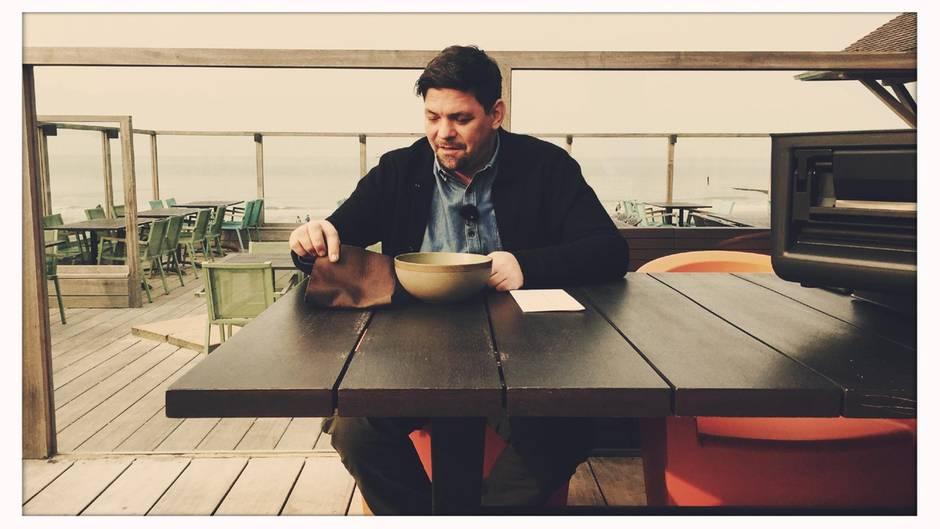 Bereits bei seiner ersten Challenge kriegt TV-Koch Tim Mälzer ordentlich Muffensausen