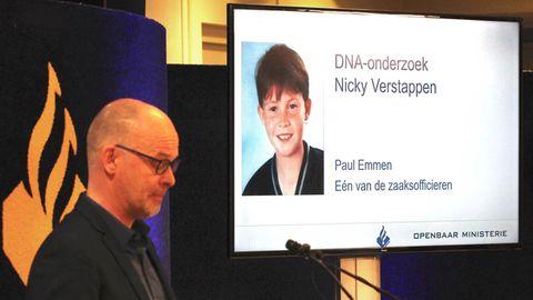 Der Chef der Polizei Limburg, Joep Pattijn, vor einem Bild von Nicky Verstappen