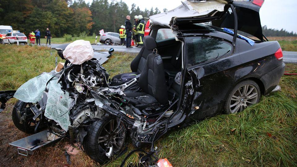 In diesem Auto saß der 34-Jährige, als er im Oktober in den Wagen seiner Ex-Freundin (im Bild hinten) krachte