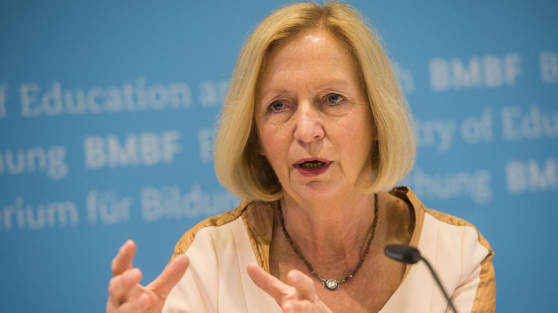 Bundesbildungsministerin Johanna Wanka zeigte der AfD die rote Karte und wurde jetzt vom obersten deutschen Gericht zurückgepfiffen