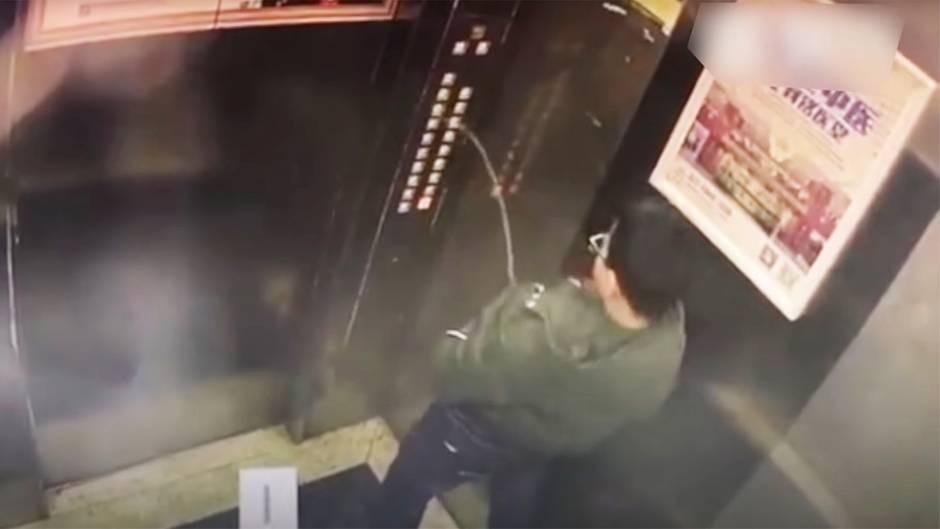 Misslungener Streich: Kleiner Junge pinkelt Fahrstuhl kaputt