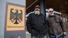 """""""Hupe"""" (l.), Vorstand der Bandidos Gelsenkirchen, und Lutz Schelhorn, Präsident der Hells Angels Stuttgart."""