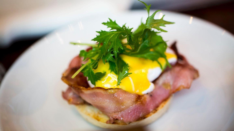 Australien  Auf dem australischen Kontinent isst man Middle Bacon, der Fett vom Schweinebauch und Fleisch von der Lende enthält. Normalerweise wird er in dicken Scheiben gebraten und mit Eiern serviert.