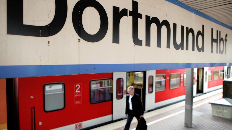 Bahnhofsschild Dortmund
