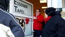 Die Tafel in Essen bleibt bei ihrem Aufnahmestopp für Ausländer - im Bild der Vereinsvorsitzende Jörg Sartor.