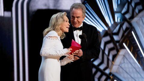 Oscar-Verleihung, Warren Beatty und Faye Dunaway auf der Bühne