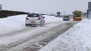 Schwierige Verkehrsverhältnisse. Dieses Foto wurde in Seaton Delaval in Northumberland gemacht. England leidet, ebenso wie Deutschland, unter einer Kältewelle.
