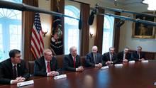 Donald Trump öffnet Meetings im Weißen Haus für Kameras und Mikrofone