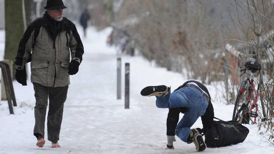Glatteis: Dieser Trick schützt vor üblen Stürzen