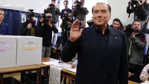 Silvio Berlusconi: Sein Bündnis liegt laut Umfragen zwar vorne, seine Partei ist dadrin aber wohl nicht mehr stärkste Kraft