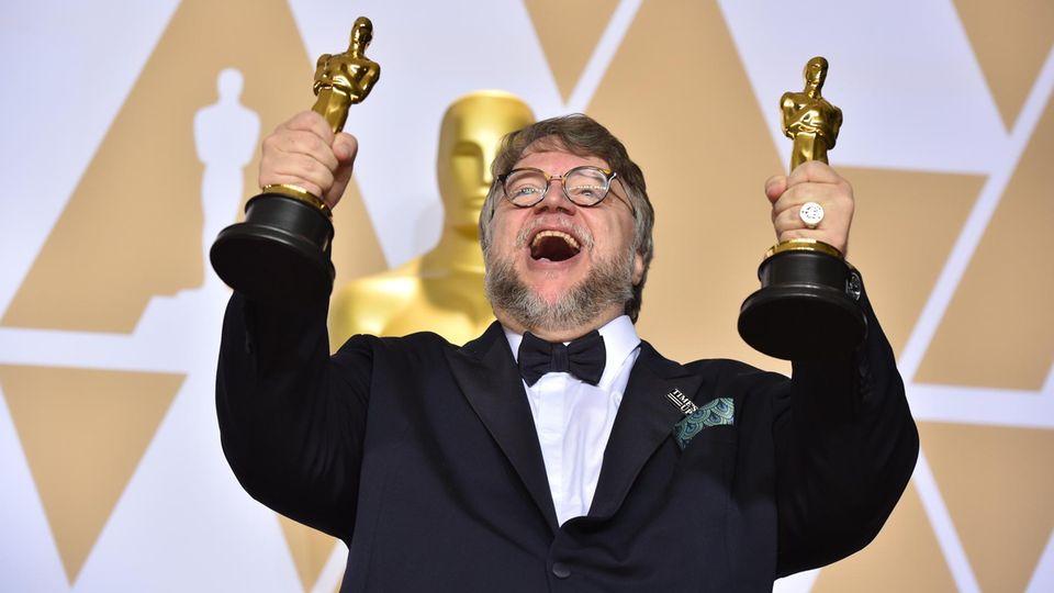 """Guillermo del Toro freut sich über die Oscars für seinem Film """"Shape of Water - Das Flüstern des Wassers"""""""