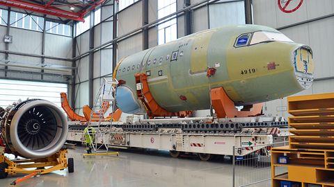 Fast täglich verlässt ein neuer Airbus der A320-Familie die Werkhallen in Hamburg-Finkenwerder.