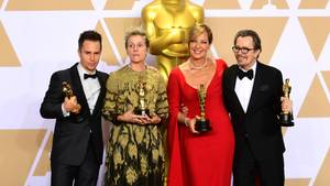 Oscar-Gewinnerin Frances McDormand (2.v.l.) mit den weiteren Preisträgern Sam Rockwell (l.), Allison Janney und Gary Oldman