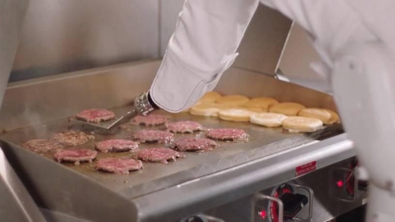Revolution für die Fast-Food-Industrie: Burger-Roboter brät bis zu 300 Patties pro Stunde – und macht sogar selbst sauber