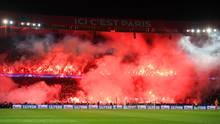 Zuschauer zünden beim Spiel Paris St. Germain gegen Real Madrid in der Champions League Pyrotechnik
