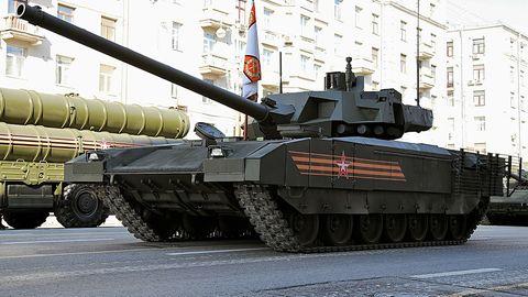 Das Fahrwerk lässt sich ein- und ausfahren, dadurch sollen die Geländefähigkeiten des T-14 steigen.