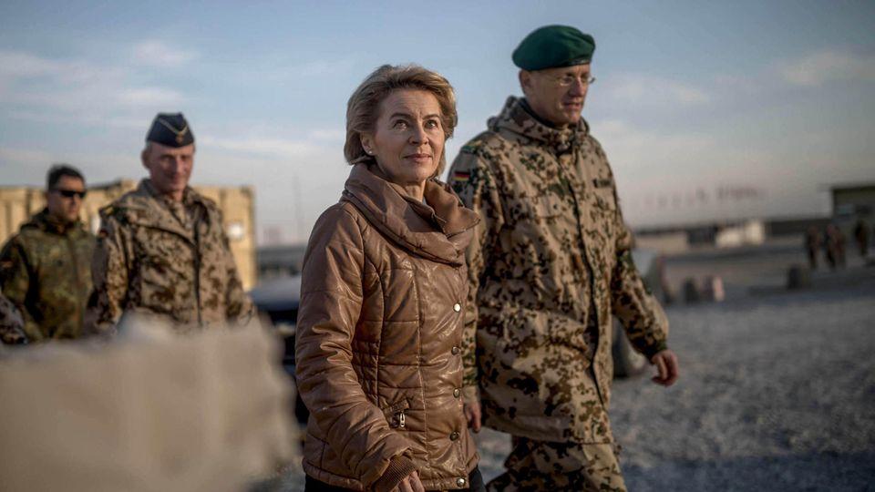 Ursula von der Leyen besucht Soldaten der Bundeswehr in Afghanistan