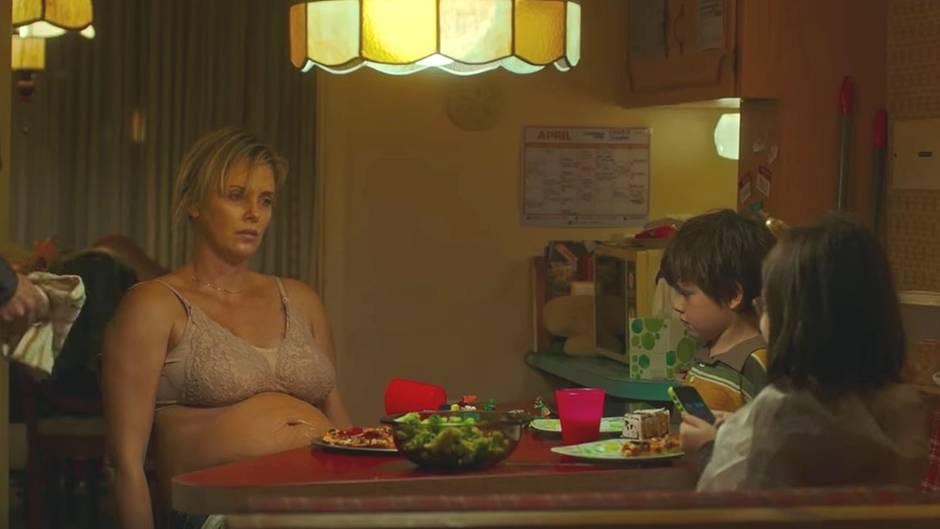 """""""Tully""""-Kinotrailer: Ehrliche Einblicke: Charlize Theron spielt eine Mutter am Ende ihrer Kräfte"""