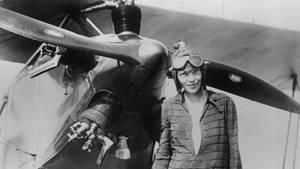 Amelia Earhart vom Fliegen besessen. Schon1921 mahm sie ihre erste Flugstunde.