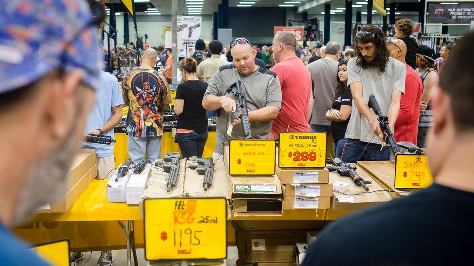 Eine Waffenmesse in Florida – nur wenige Tage nach dem Massaker im Bundesstaat