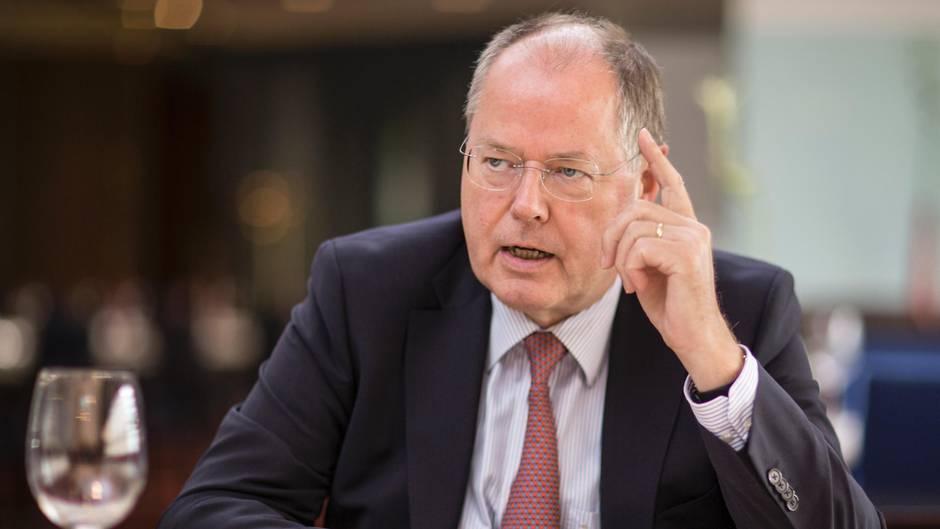 """""""Wir brauchen mehr Kevin Kühnerts"""": Gespräch mit Peer Steinbrück über die Lage der SPD"""