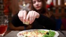 Frischer Fisch ist lecker - aber beim aufgetauten Pseudo-Frischfisch zahlt der Verbraucher drauf.