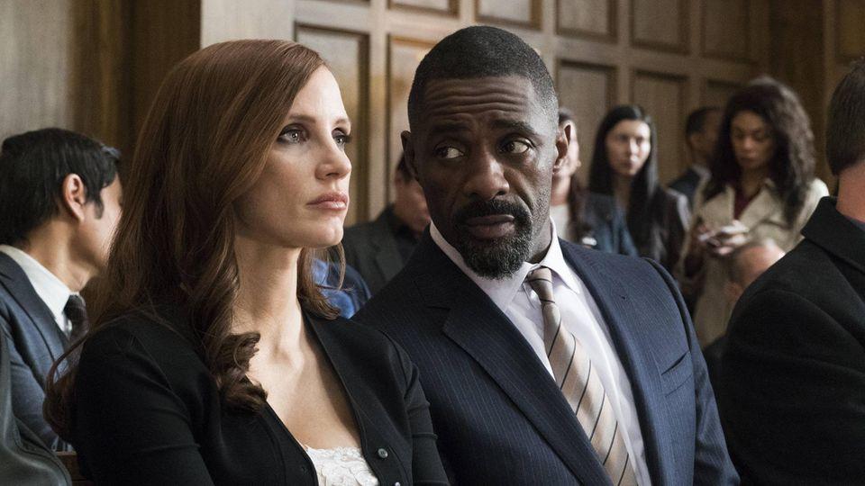 Idris Elba spielt den Anwalt Charlie Jaffey
