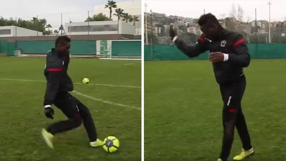 Fußball: Knapp daneben oder voll daneben? Mario Balotelli flippt nach Fehlschuss aus