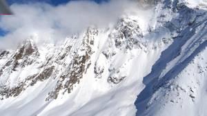 Lawine Alpen im Schnee