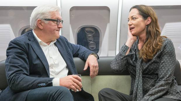 Natalia Wörner mit Außenminister Frank-Walter Steinmeier