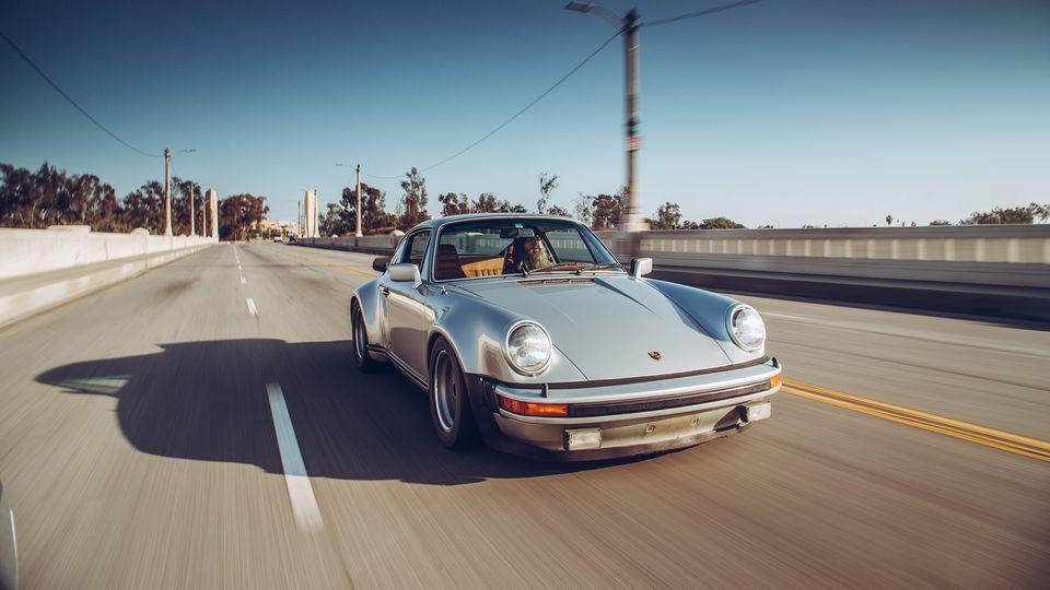 Andere Leute haben Kinder. Walker hat 40 alte Porsches, fast nur 911er.