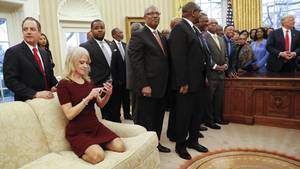 Kellyanne Conway im Oval Office