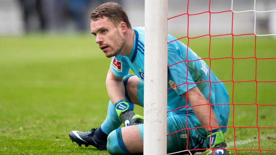 Nicht zu beneiden bei der 0:6-Pleite gegen den FC Bayern München in der Bundesliga: HSV-Torwart Christian Mathenia