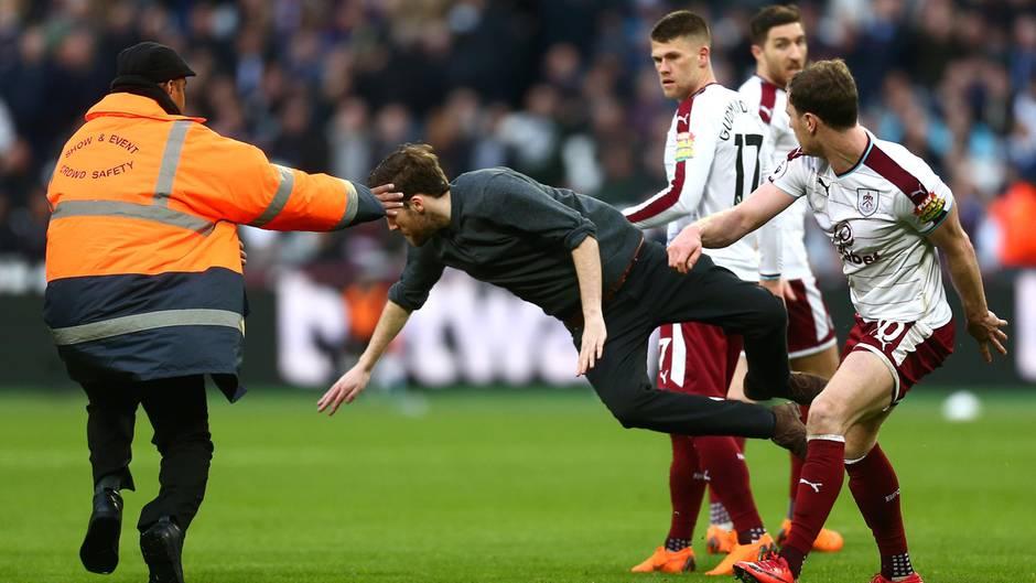 Beim Heimspiel von West Ham United in der Premier League kam es mehrfach zu Unterbrechungen durch Zuschauer
