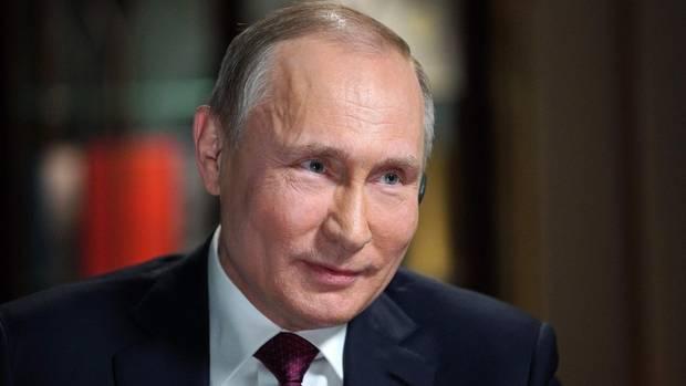 Immer schön freundlich bleiben: Wladimir Putin lächelt unangenehme Fragen erst einmal weg