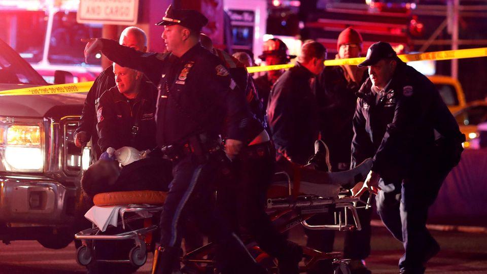 Bei dem Hubschrauberabsturz in New York starben mindestens fünf Menschen