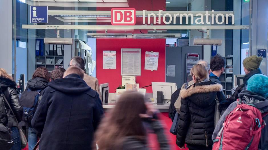 Kritik gibt es immer wieder über die schlechte Informationspolitik der Deutschen Bahn bei Unregelmäßigkeiten im Zugverkehr.