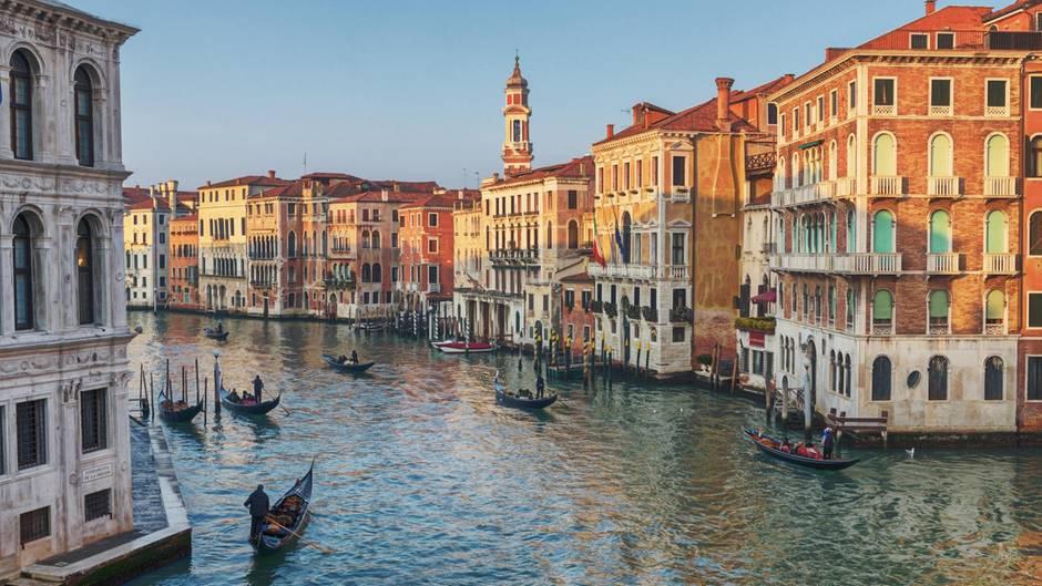 Blick auf Venedig und seine Gondolieri