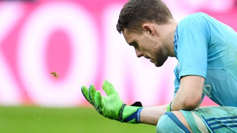 Torwart Christian Mathenia bei der 0:6-Niederlage in München: mit Würde untergehen.