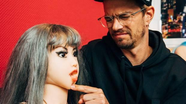 Die Puppen im Bordoll sind voll funktionsfähig. Haben alle Öffnungen, die auch ein menschlicher Körper hergibt.