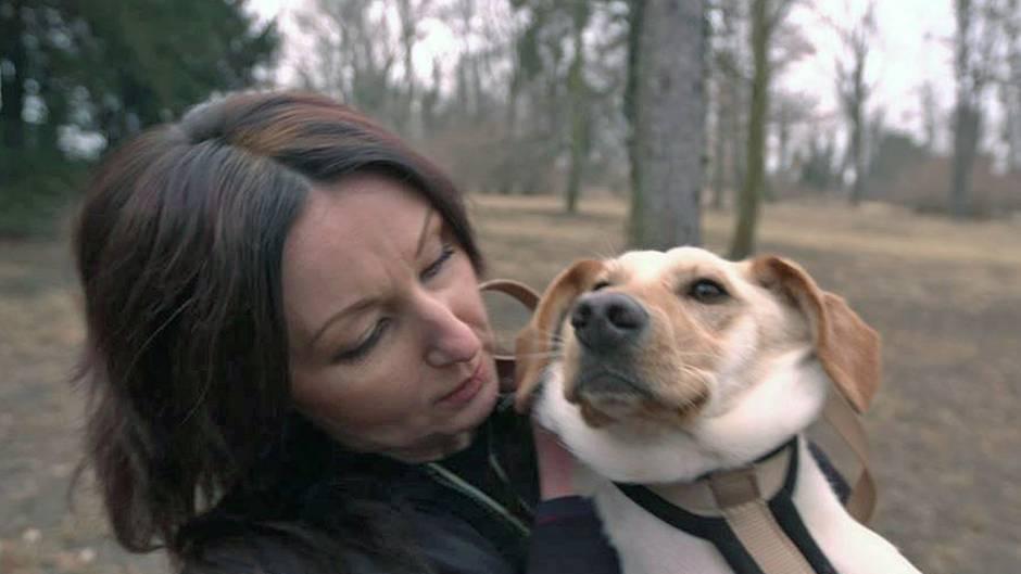 Mut zur Selbsttherapie: Hanka Rackwitz kümmert sich um den Hund ihrer Schwester.