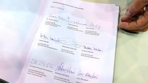 Der neue Koalitionsvertrag, unterschrieben von den Spitzen von SPD, CDU und CSU