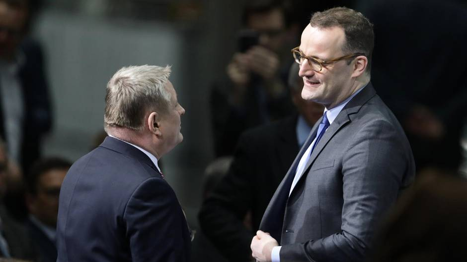 """Jens Spahn hat mit seiner Äußerung, mit Hartz IV habe """"jeder das, was er zum Leben braucht"""", Kritik auf sich gezogen"""