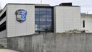 Das Bezirksgericht Lenzburg AG verhandelt den Vierfachmord von Rupperswil. Der auf vier Tage angesetzte Prozess beginnt bei der Mobilen Polizei in Schafisheim - unweit des Tatorts in Rupperswil.