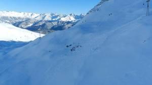 Verschneite Berge im Skigebiet Serfaus in Tirol